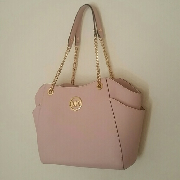 3b8a776c8f1e Blush pink Michael Kors shoulder bag. M_5778196b5a49d037ad00b6e5