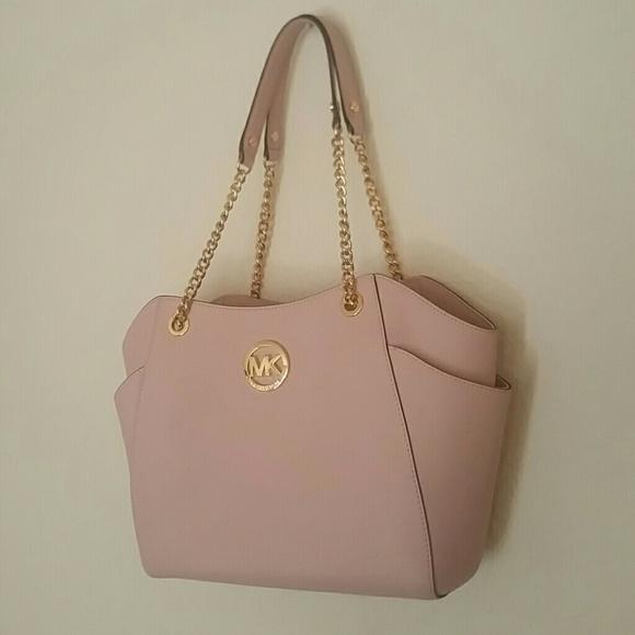 2d3d45a42f27 Blush pink Michael Kors shoulder bag. M_5778196b5a49d037ad00b6e5