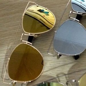 Accessories - Price Drop❤️Oversized Mirrored Sunglasses
