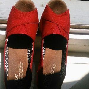 Toms 8.5 wedge sandals peeps