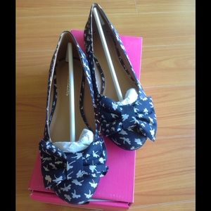 Shoe Dazzle Shoes - Adorable Size 8 flats in box. Worn only once