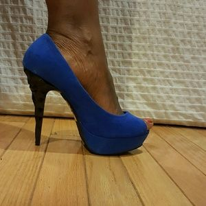 Beautiful blue platform heels!