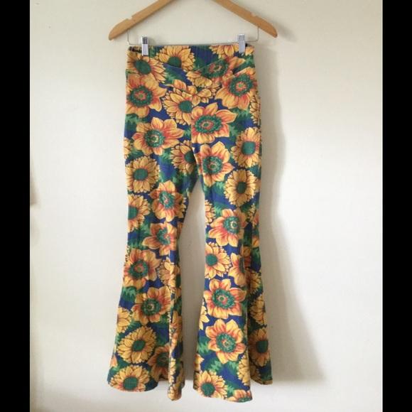 Amazing vintage sunflower bell bottom pants. M 57788512ea3f363b3a018e41 12647a888