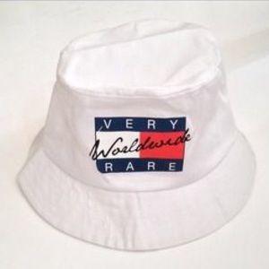 """""""Very Rare"""" white bucket hat"""