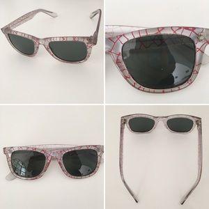 Foster Grant Accessories - FOSTER GRANT sunglasses, gray glass, trendy design