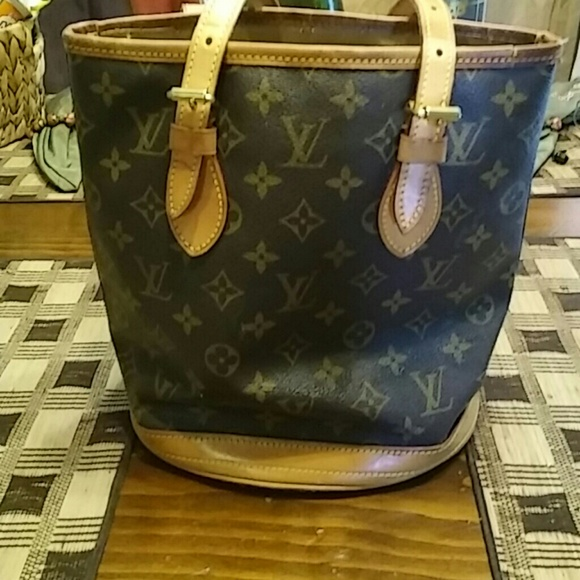 9aaf77d47d5 Louis Vuitton Handbags - Vintage Louis Vuitton bucket bag date code FL1060