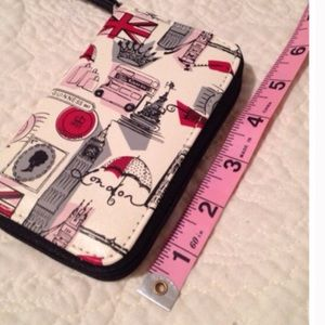 Lulu Guinness Accessories - 🎉HP🎉Lulu by Lulu Guinness iPhone Wristlet