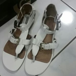 Corso Como White Leather Thong Buckle Sandals