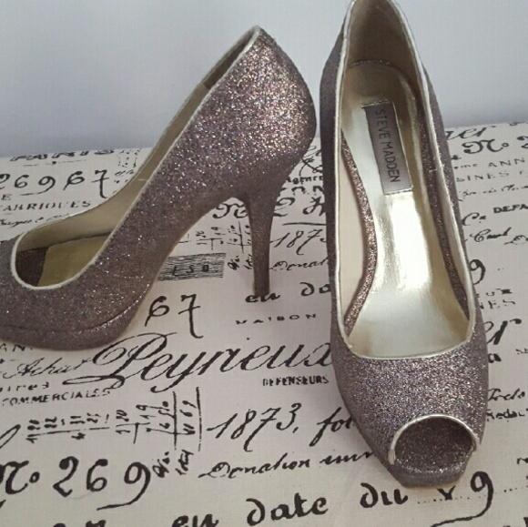 74f6a9b7e4a Steve Madden peep-toe silver glitter heels. M 5779854fbf6df5df97057e1d