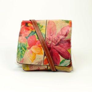 Patricia Nash Handbags - 🎉🎉HP🎉🎉NWT Patricia Nash Flirty Floral Granada