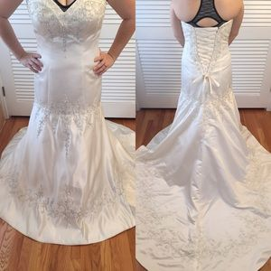 Mori Lee Dresses & Skirts - Mori Lee Ivory Wedding gown