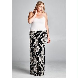 Dresses & Skirts - Maxi skirt with gorgeous pattern.