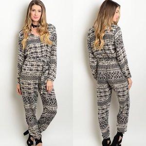 Boutique Pants - 🎉CLEARANCE🎉 Black & Cream Long Sleeve Jumpsuit
