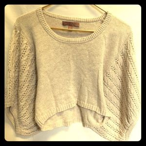 Loose-fit, cropped sweater.