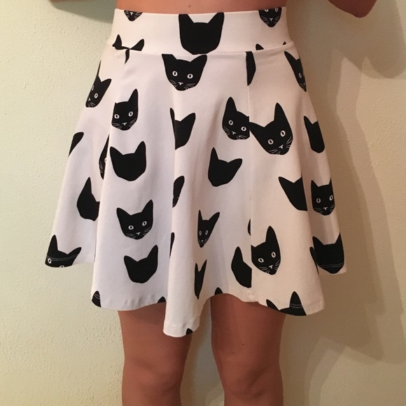 473daaddb5386 H&M Dresses & Skirts - H&M Divided Cat Skater Skirt