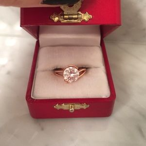 Jewelry - NEW Rose gold ring