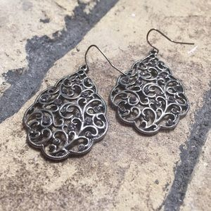 Jewelry - Twisted vine filigree earrings