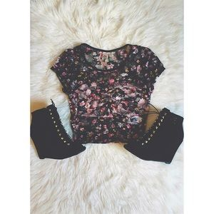Tops - 🎉 HOST PICK 🎉 Floral lace crop top