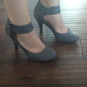 Hot Kiss Shoes - Hot kiss- grey suede heels!