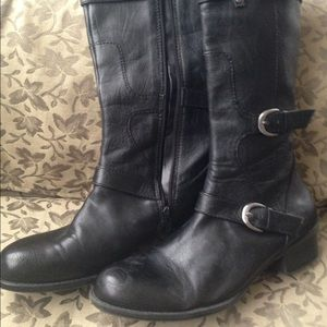 Black naturalizer leather boots