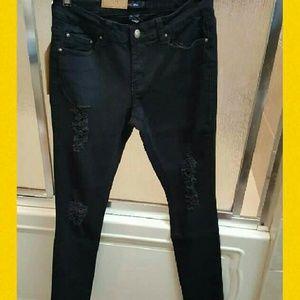 vins me Denim - 🎉MAKE AN OFFER 🎉Distressed Skinny Jeans