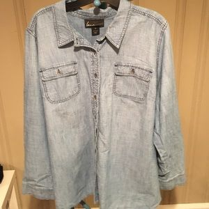 Classic chambray top!!