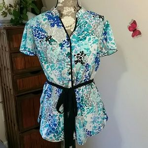 Sz 2X blue patterned short sleeve blouse w/ belt