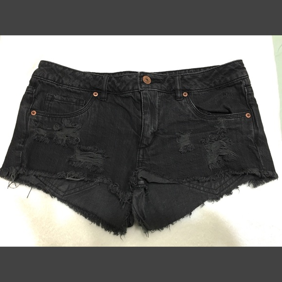 H&M - H&M black distressed jean shorts from Bianca's closet on ...