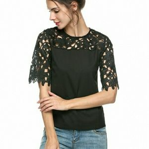 Tops - 🎉HP 12/23🎉 Lace Sleeve Splicing Top