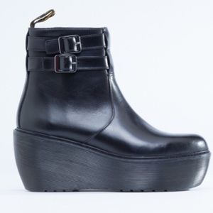 IN SEARCH: black doc martens Caitlin !
