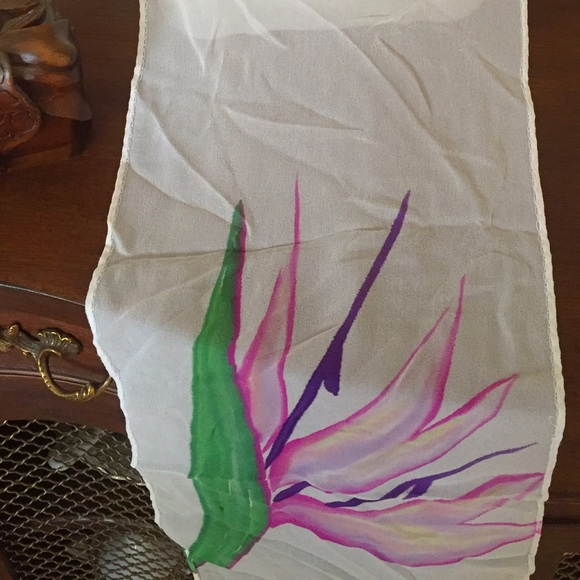 Vintage Accessories - REDUCED💞Vintage Birds of Paradise silky scarf🌷