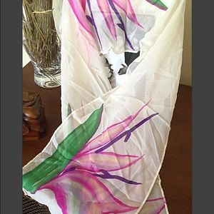 REDUCED💞Vintage Birds of Paradise silky scarf🌷