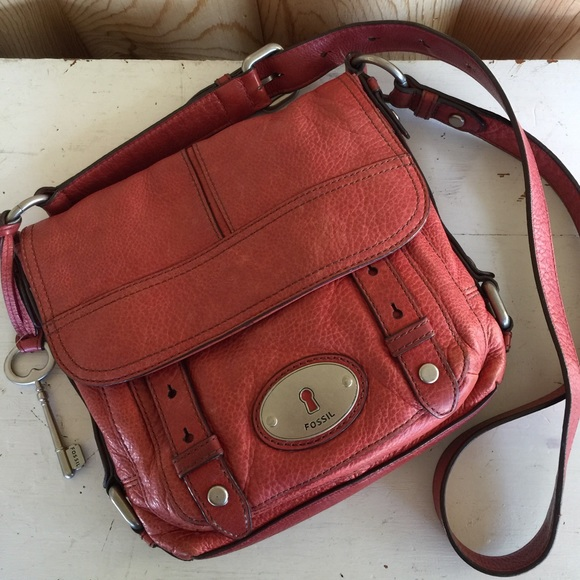 72a6e53edcf6 Fossil Handbags - 🔑 Fossil  Maddox genuine leather crossbody