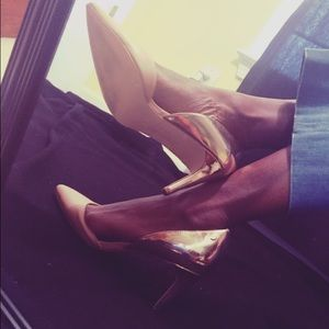 Calvin Klein gold and Beige pumps
