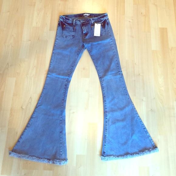 82877453832f Low rise Tobi bell bottom jeans