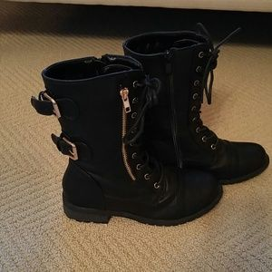 Shoes - LIKE NEW cute blk boots!