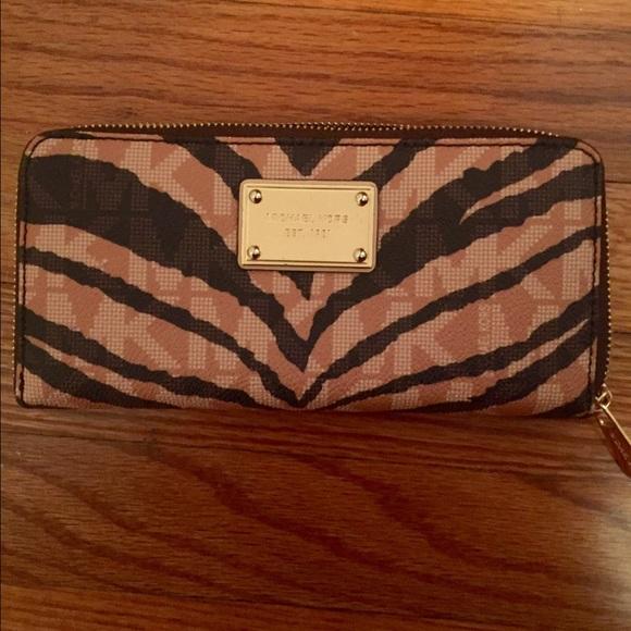 7762e74db3 ... best price michael kors tiger stripe wallet ae65d 0787f
