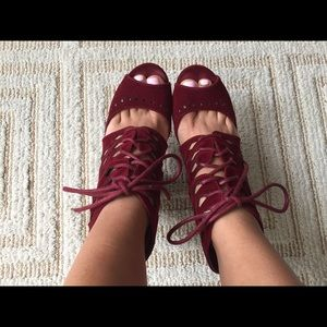 Shoes - Burgundy strappy heels😍