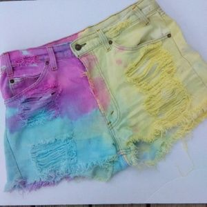 Vintage Levi Highwaisted Destroyed Cutoff Shorts