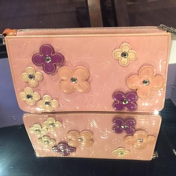 0a3d7138cd3a Louis Vuitton Handbags - 💥 SALE 💥 Louis Vuitton Pink Flower Clutch