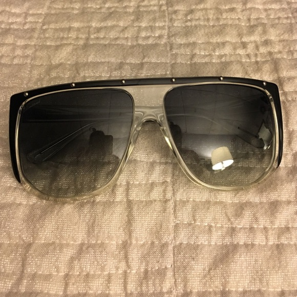 f412a9a2e72 Gucci Accessories - Gucci Sunglasses - like new!