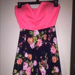 NEVER WORN. NEW. By WINDSOR  Tube top DRESS