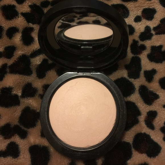 Mineralize Skinfinish Natural by MAC #18