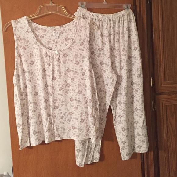 Aria Intimates Sleepwear 2 Piece Pajama Set With Capri Pants