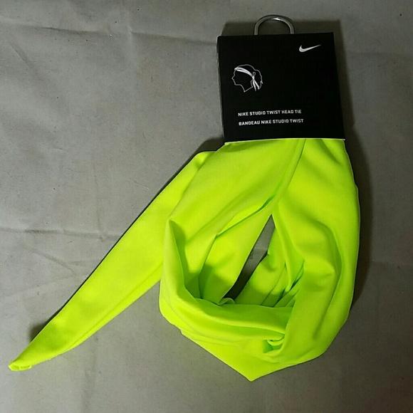 NIKE *nwt* Studio Twist Head Tie in Neon Green