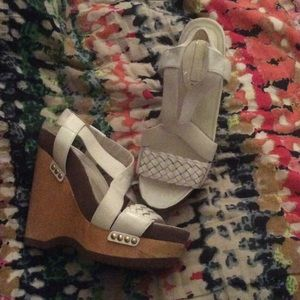 BCBGMaxAzria Shoes - BCBG MAXAZRIA size 39 white wedge
