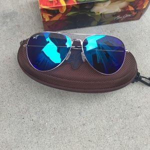 db8191b7be4 Maui Jim Accessories - ☀️Maui Jim Polarized Mavericks Sunglasses NWT