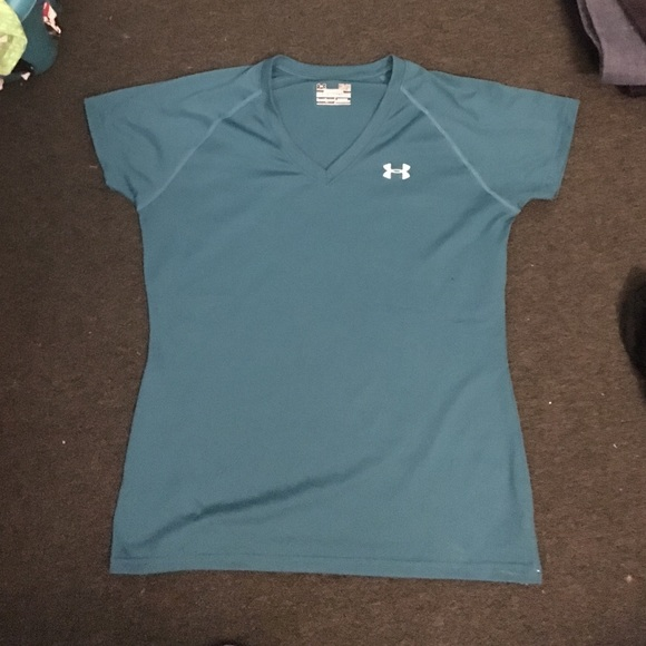 Womens medium under armour dry fit v neck. M 577d43e52ba50a77f40b725f d1db58d07