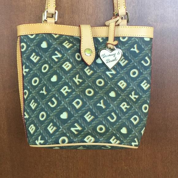 Dooney & Bourke Handbags - Dooney & Bourke Shoulder Bag 💗