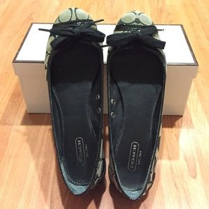 Authentic Coach Black grey flats with bow size 7.5